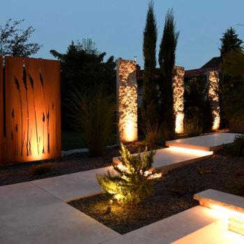 Licht und Sound im Garten